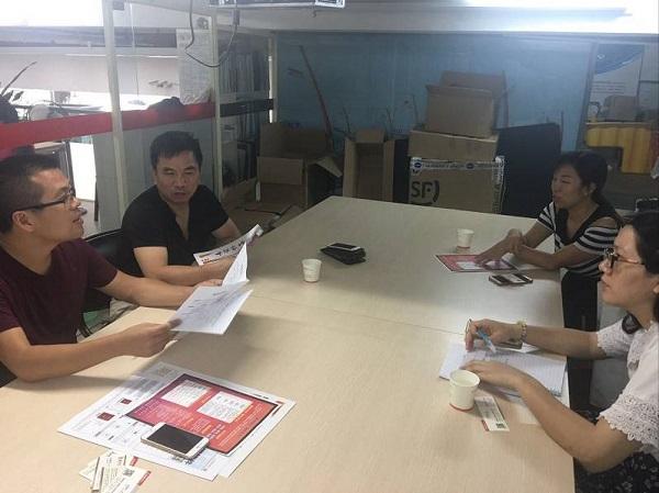 炎黄家文化管理团队与艾琳图文总经理张儒杰就合作事宜进行讨论.jpg