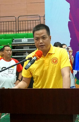 广西李氏宗亲总会副执行会长,广西大业建设集团总裁李寿坤出席讲话.jpg