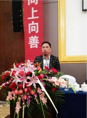 中国文化信息协会家文化工作委员会副主任、你贵姓网创始人章振银在大会上发言.jpg