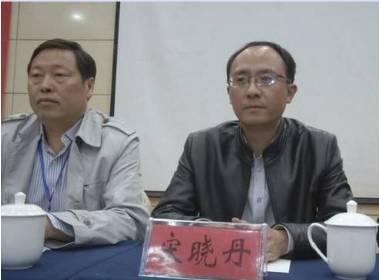 中华章氏文化研究会会长章秀华(左)、县委常委统战部部长宋晓丹(右).jpg